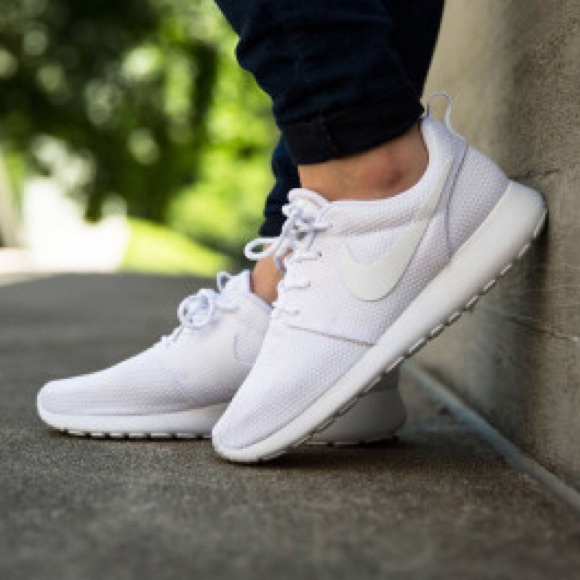 sports shoes 202c1 a8516 NIKE ROSHE ONE TRIPLE WHITE ALL WHITE WOMENS SHOES NWT